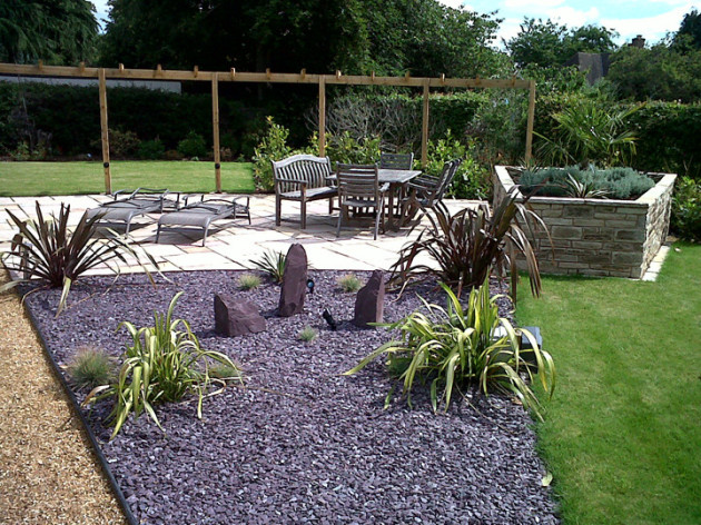 slate mulch with phormiums